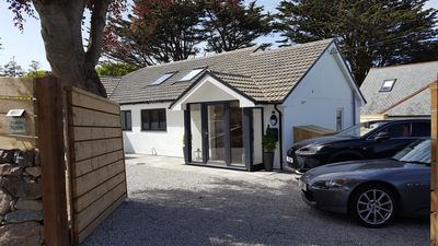 Photo for Beautifully situated 3 bedroom 3 bathrooms detached property minutes from beach