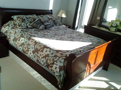 2bed condo Masterbedroom: QUEEN size mattress 2big windows Linen/comforter incl.