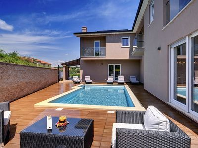 Photo for This 5-bedroom villa for up to 11 guests is located in Rovinj and has a private swimming pool, air-c