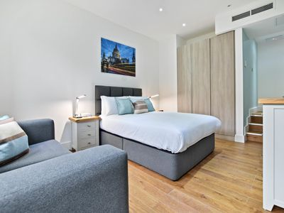Photo for Condo Vacation Rental in London