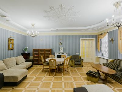 Photo for Barocco style 3-bedroom 2-bathroom apartment near the Hermitage!