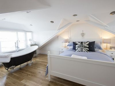 Photo for Luxury Family Cottage. Sleeps 6, Fantastic Location, Centre of St Ives. Wifi and Linens included. Pe