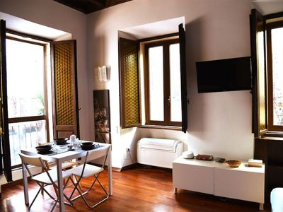 Photo for Renzi Studio apartment in Trastevere with WiFi & air conditioning.