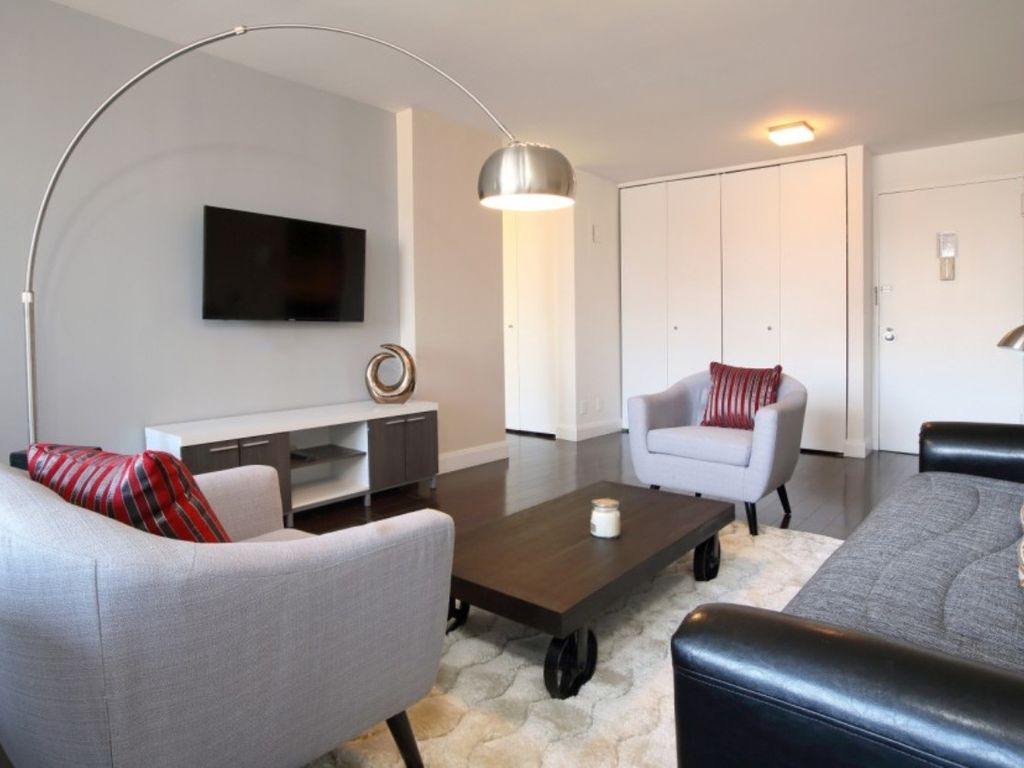 Delightful Yorkville Apartment Rental   UES 2 BR 1 BA APT ON SITE LAUNDRY