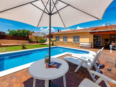 Photo for Cosy apartment for 4 guests with WIFI, A/C, private pool, TV, balcony and parking
