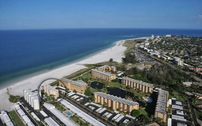 Directly on famous Siesta Beach!