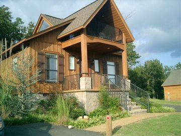 Overnight Cottage Rental Close to the Beautiful Tn River