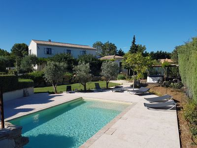 Photo for Beautiful Mas Provençal at the foot of the Luberon with pool, jacuzzi and independent cottage