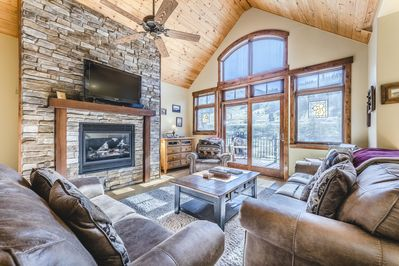 Beautiful LUXURY 3 bedroom 3 1/2 bath townhome 1/2 mile to slopes - Sleeps  10 - Old Town