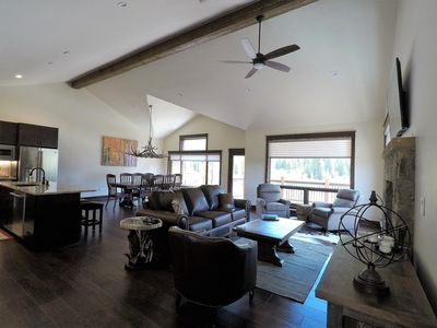 Photo for LOCATION and LUXURY! 3 bedroom +Den. Sleeps 10 w/ room to spare, Walk to Gondola