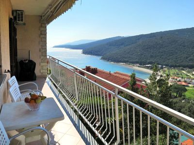 Photo for Beautiful apartment for 6 people with A/C, WIFI, TV, balcony, pets allowed and parking