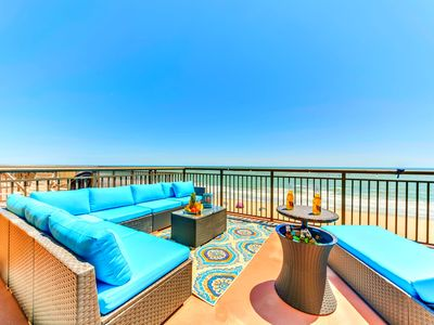 "Photo for WOW INDOOR/OUTDOOR LIVING/300SQFT SUNDECK TERRACE /60""TV/FULLY RENOVATED/SLEEPS4"