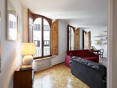 Photo for Spacious Thiago apartment in Oltrarno with WiFi, integrated air conditioning & lift.