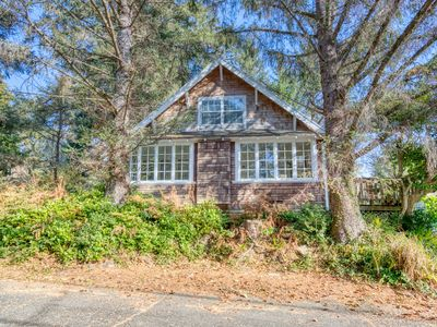 Photo for NEW LISTING! Charming dog-friendly home with great Cannon Beach location!