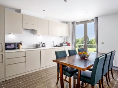 Photo for Modern 2 Bed Self Catering Apartment