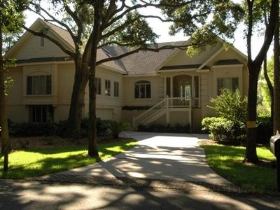 House is located on a quiet cul-de-sac in the Mariners side of Palmetto Dunes.