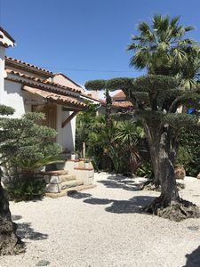 Photo for Villa 150 m from the sea and beach on foot!