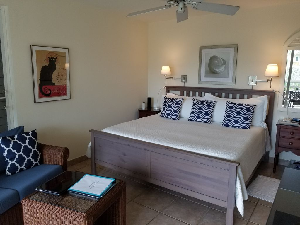 Ocean Club West Studio--Best Location on Grace Bay Beach - Grace Bay