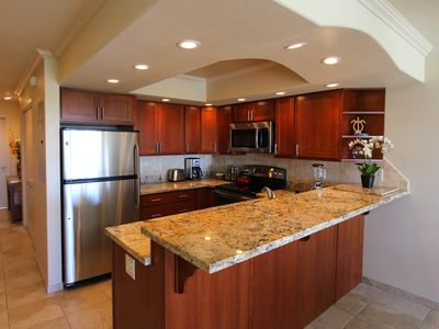 Fully stocked kitchen, 2014 new granite counter, cherry cabinets & ss appliances
