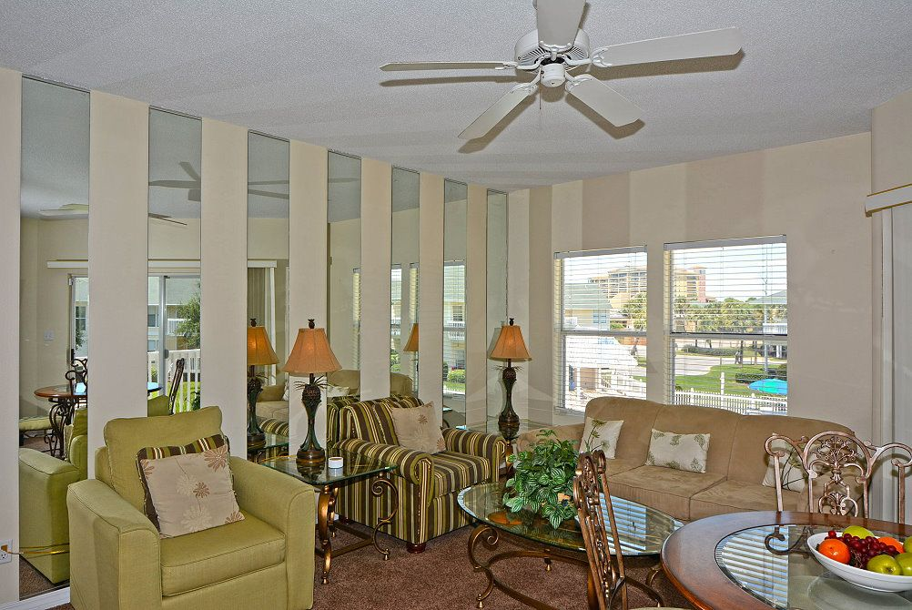 1 bedroom beach walk bunk beds in the hallway condo 9234 - 1 bedroom condos in destin fl on the beach ...