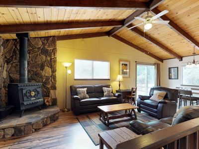 Photo for Cabin with shared pool, access to Blue Lake Springs, near hiking and dining