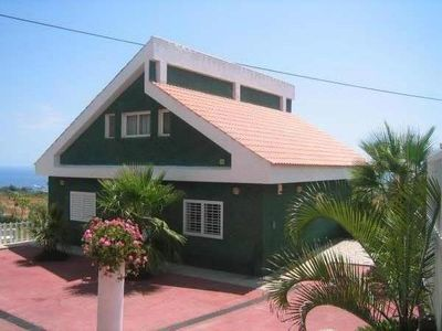 Photo for Villa with pool in Candelaria