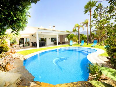 Photo for This 4-bedroom villa for up to 8 guests is located in Altea and has a private swimming pool, air-con