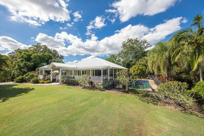 The Frangipani Farm - 4 bedrooms with large living areas and swimming pool