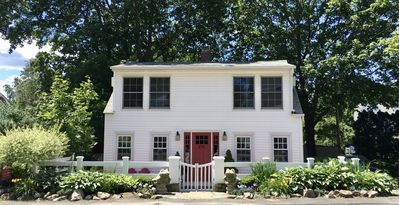 Cottage is centrally located, midway between downtown & the beach & Perkins Cove