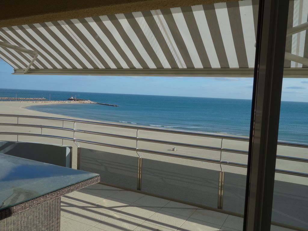 Seafront 100 sqm 3-bedrooms Penthouse, huge terrace, 2 balconies!