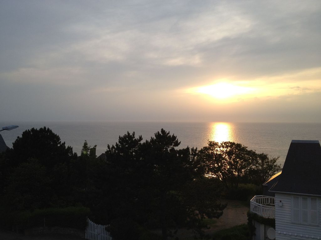 Deauville/Trouville/Location appart t 70m2 ,  VUE MER panor ,  2 adultes. WIFI