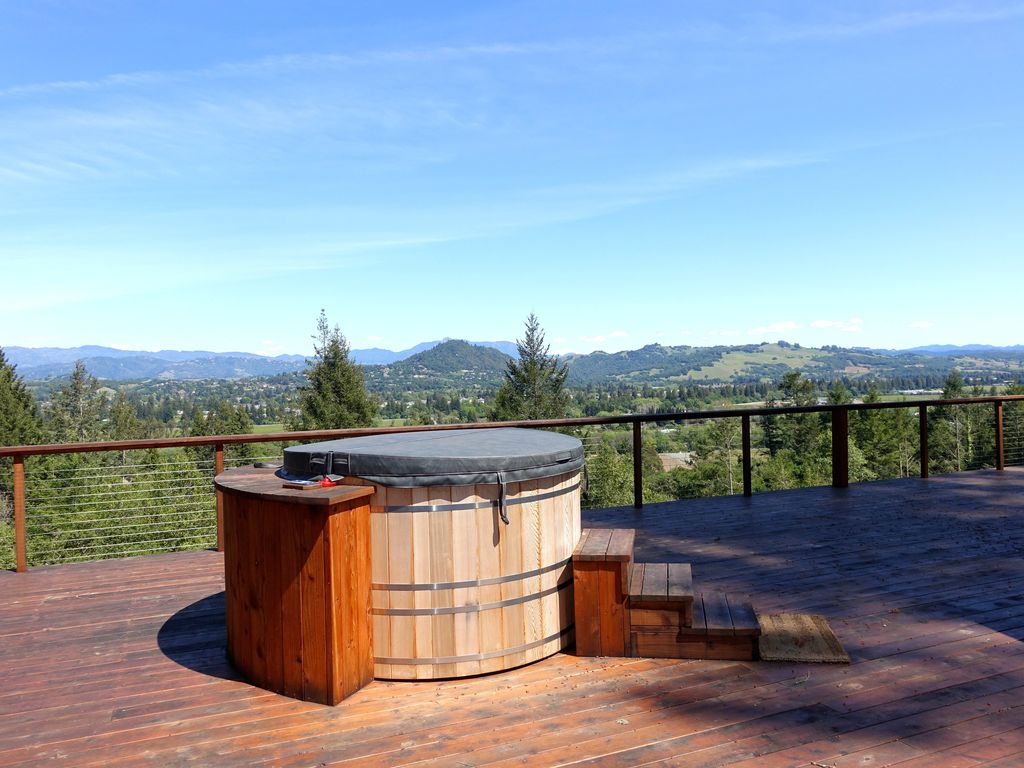 Modern view home pool hot tub large deck bbq 1 mile to for Modern view decking