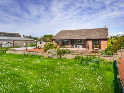 Photo for SANDY ASH, pet friendly, with open fire in Wigton, Ref 977460