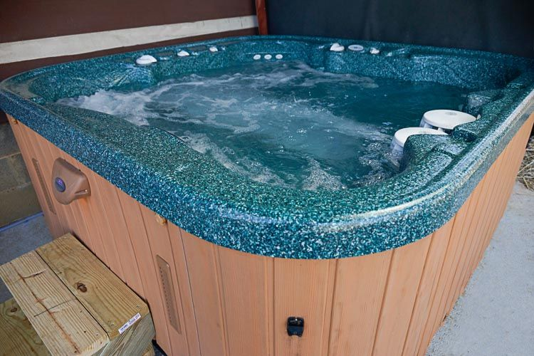 Non smokers downtown boone log cabin hot tub and for Log cabin with hot tub one night stay