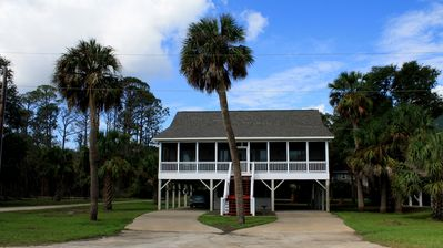 """Photo for Welcome to """"The Haley Bug""""! 5 Bedroom, 3 Baths; Just 435 Feet To The Ocean Shore"""