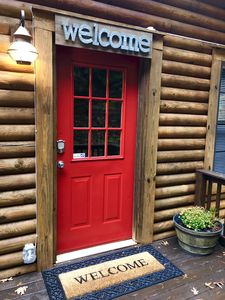 Adorable romantic and private log cabin surrounded by nature - Sevierville