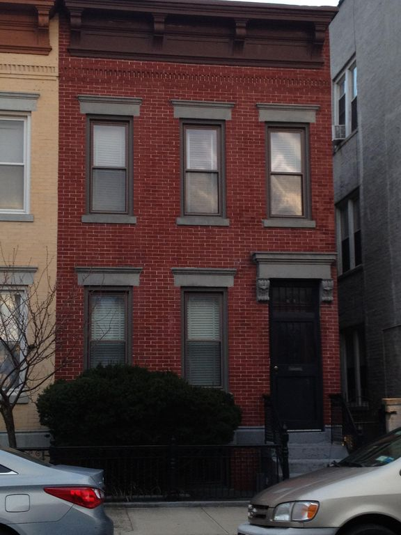 Beautiful 3 bedroom apartment with yard in astoria ny 10 - 3 bedroom apartments in new york city ...