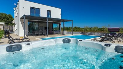 Photo for Modern villa with pool near the sea and Pula
