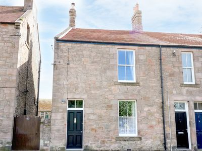 Photo for 6D LOW GREENS, with open fire in Berwick-Upon-Tweed, Ref 938664