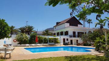 Search 3,593 holiday rentals