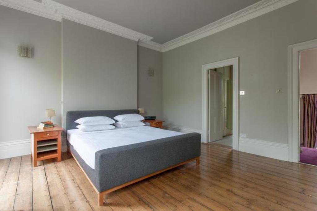 London Home 299, Beautiful 5 Star Holiday Home in a Prime Location in London - Studio Villa, Sleeps 7