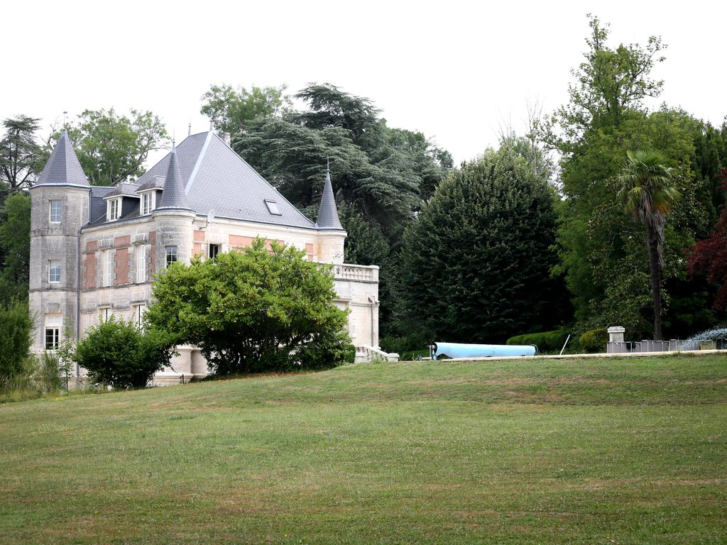 Sers Chateau / Country House Rental