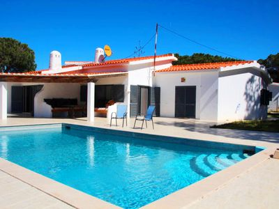 Photo for 3 bedroom Villa, sleeps 6 in Ferrarias with Pool, Air Con and WiFi