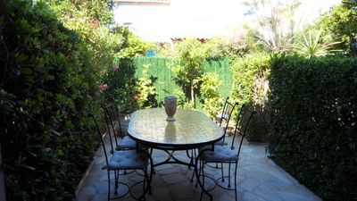 Photo for LE LAVANDOU - Pleasant semi-detached house T3 pool and air conditioning.