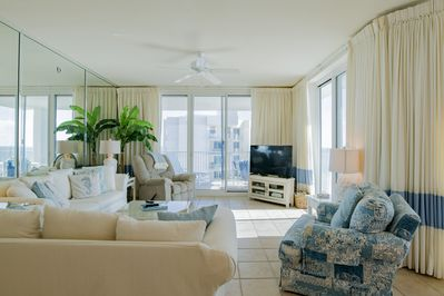 Spacious and airy Living Room