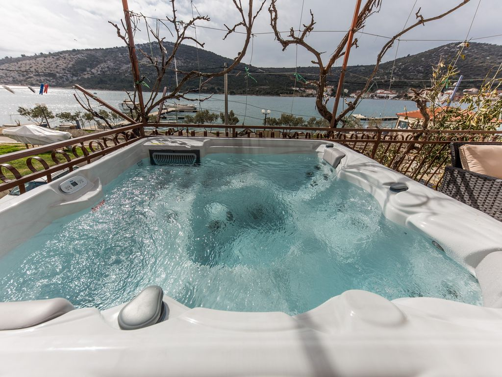 Seafront App With Outdoor Jacuzzi 10 M From Sea Vinisce