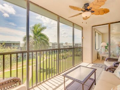 Photo for Don't miss this well-kept beachside Sanibel condo in Loggerhead Cay.