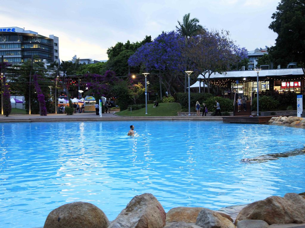 South Brisbane Holiday Apartment: 1-bedroom unit & parking. Short walk