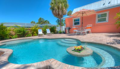 3/14 - 3/21 Reduced 35%! Charming Bungalow Located 5-7 Minutes from Gulf Beaches