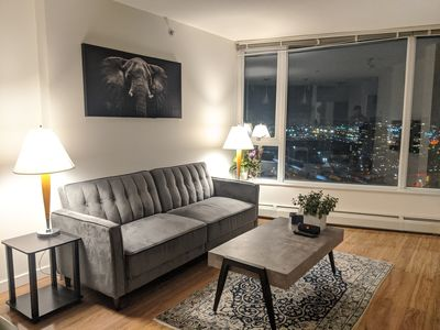 Photo for Stunning Downtown High Floor One Bedroom & Den, water/city view